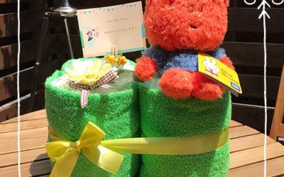 幸せ運ぶ四つ葉のクローバーのおむつケーキ